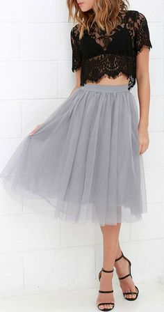 You never know what romance could be around the next corner, so be prepared with the Urban Fairy Tale Grey Tulle Skirt! A playful silhouette begins with a soft elastic waistband from which voluminous layers of tulle fall to a midi-length hem. Grey Tulle Skirt, Tulle Skirts, Tulle Skirt Outfits, Look Formal, Organza, Look Chic, Dress Me Up, Dress To Impress, Dress Skirt