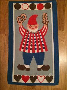 Retro Jerry Roupe tryckt julhandduk Scandi Art, Tea Towels, Gnomes, Linens, Vintage Christmas, Sweden, Kids Rugs, Retro, Design