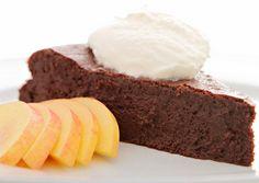 Francia csokitorta recept foto Hungarian Recipes, Something Sweet, Sweet Recipes, Meal Prep, Caramel, Cheesecake, Vanilla, Sweets, Meals
