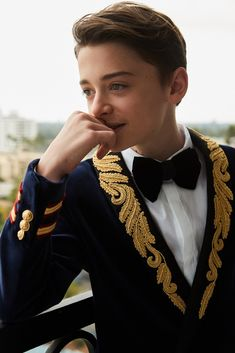 Noah Schnapp Getting Ready For the 2017 Emmy Awards -- Beauty Routine | Coveteur.com