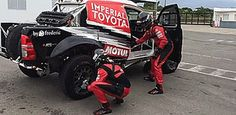 I Love Watching This Off-Road Racer's Tire-Changing Cheat In Action