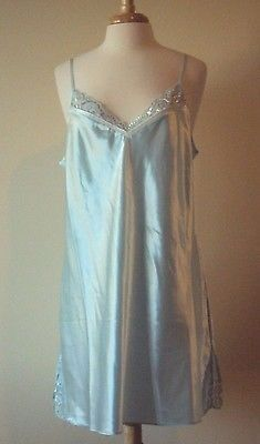 17.71$  Watch now - http://viirb.justgood.pw/vig/item.php?t=mu02se43829 - We are offering a Morgan Taylor Intimates Green and blue Satin Chemise Size X-Large New With Tags.