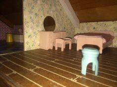 Keystone dollhouse - Strombecker furniture - bedroom in pink