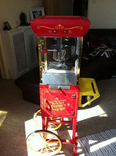 Vintage fair ground style popcorn machine, yes please!