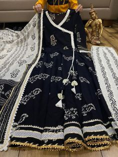 Girls Frock Design, Fancy Dress Design, Stylish Dress Designs, Beautiful Pakistani Dresses, Pakistani Dresses Casual, Pakistani Dress Design, Formal Dresses, Pakistani Fashion Party Wear, Indian Fashion Dresses