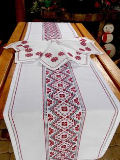 Embroidered table runner and napkins Table runner hand embroidered Long runner Vintage table runner Handmade table topper Decorative runner - Herzlich willkommen Vintage Embroidery, Cross Stitch Embroidery, Cross Stitch Designs, Cross Stitch Patterns, Handmade Table, Embroidery Transfers, Vintage Table, Diy Table, Table Runners
