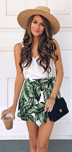 Casual Chic Summer Outfits for Vacation - palm print skirt with a white blouse Casual Chic Summer, Chic Summer Outfits, Spring Summer Fashion, Trendy Outfits, Cute Outfits, Fashion Outfits, Fashion Trends, Fashion Ideas, Latest Fashion