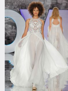 YOLANCRIS - Inspired by the late folk universe and a certain gipsy essence, new boho chic designs get a sense of nostalgia from the legendary Woodstock festival. Wedding Dresses 2018, Wedding Dress Styles, Bridal Dresses, Bridal Fashion Week 2017, Boho Chic Wedding Dress, Bohemian Schick, Bohemian Mode, Dress Collection, Spring Collection