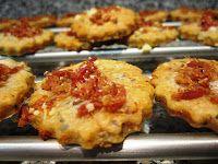 Un domingo en mi cocina: Galletas de tomate, bacon y aceituna negra. Los miércoles cocina Amara.