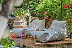 Listening to the sounds of nature, or read a book among the trees and the blooming summer flowers. Mediterranean Art, Outdoor Lounge, Outdoor Decor, Balcony Doors, Garden Villa, Bbq Area, Private Garden, Lounge Areas, Summer Flowers