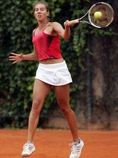Mihaela Buzărnescu, învinsă de Maria Şarapova în primul tur la Shenzhen