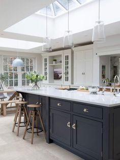 Open Plan family Kitchen, Cobham – Humphrey Munson Kitchens – Home living color wall treatment kitchen design Kitchen Diner Extension, Open Plan Kitchen Diner, Open Plan Kitchen Living Room, Family Kitchen, Kitchen Layout, New Kitchen, Kitchen Decor, Cozy Kitchen, Kitchen With Tv