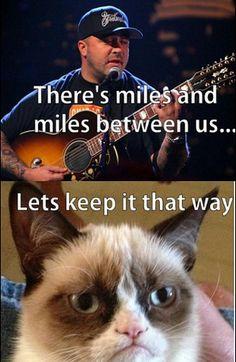 Grumpy Cat sings with Aaron Lewis