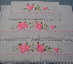 Toalhas bordadas com fita de cetim ;)