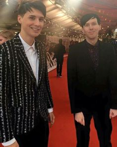 Dan and phil brits 2016<<<OMG  Dan is wearing brighter clothes then Phil for once.
