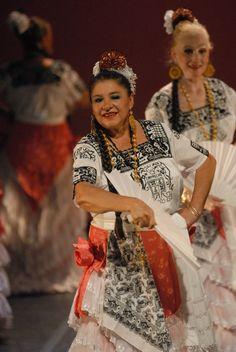 Día Internacional de la Danza Conferencia. El día internacional de la danza ofrecerá programa diverso en sedes capitalinas mediante la convocatoria conjunta entre el INBA y la Secretaría de Cultura del Distrito Federal. Día internacional de la danza.