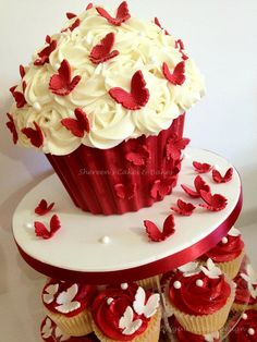 Red & White Giant by Shereen's Cakes & Bakes, via Flickr
