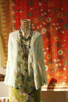Kebaya from Batik Chic Modern Kebaya, Javanese Wedding, Asian Fabric, Batik Kebaya, Bodo, Traditional Dresses, Most Beautiful, Ruffle Blouse, My Style