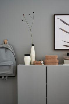Inspiration for your entrance area Interior Design Living Room, Living Room Decor, Bedroom Decor, Cozy Living, Home And Living, Ivar Regal, New Kitchen Doors, Natural Interior, Living Room