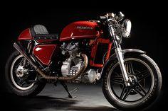 omg-i am in love!  1982 Honda cx500 (cafe'd)