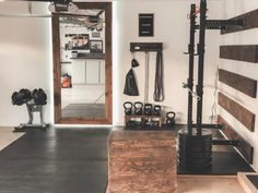 Garage Gym Ideas for your Home Gym - Hemmagym - Home Gym Basement, Home Gym Garage, Diy Home Gym, Gym Room At Home, Home Gym Decor, At Home Crossfit Gym, Workout Room Home, Workout Rooms, Workout Room Decor