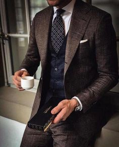 A Three Piece suit is a man's finest and most intelligent clothing purchase He can make. These suits offer a plethora of outfit combinations when combined with a man's established wardrobe, Gentleman Mode, Gentleman Style, Mens Fashion Suits, Mens Suits, Classy Suits, Mode Costume, Style Masculin, Brown Suits, Grey Suits