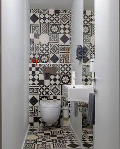 wc-design-toilette-noir-et-blanc-miroir
