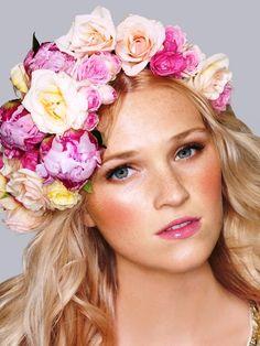 Long blonde hair wavy hairstyle Toni Kami ⊱✿Flowers in her hair✿⊰ flower crown