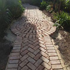 Brick Path Pattern – Home decor – patio Unique Garden, Natural Garden, Easy Garden, Garden Art, Garden Beds, Balcony Garden, Garden Floor, Blue Garden, Garden Cottage