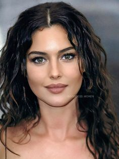 Monica Bellucci, Most Beautiful Faces, Beautiful Girl Image, Beautiful Eyes, Beautiful Clothes, Brunette Beauty, Hair Beauty, Italian Actress, Pretty Eyes