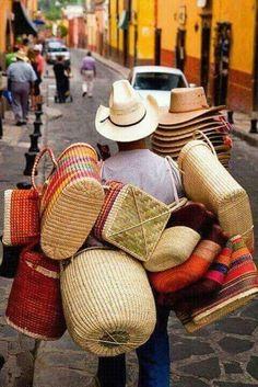 Oaxaca vendedor de canastas baskets y sombreros de palma e ixtle mexico 2015