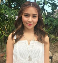 On the Pangako Sa 'Yo set: She looks like an angel. Kathryn Bernardo Hairstyle, Bronze Makeup Look, Filipina Beauty, Daniel Padilla, Jenner, Ford, Ulzzang Girl, Face Shapes, Hair Inspo