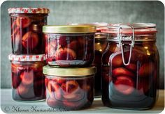 Red wine plums, in the towel - Food Drinks Canning Recipes, Egg Recipes, Healthy Recipes, Winter Desserts, Everyday Dishes, Fat Burning Foods, Diy Food, Food Inspiration, Food And Drink