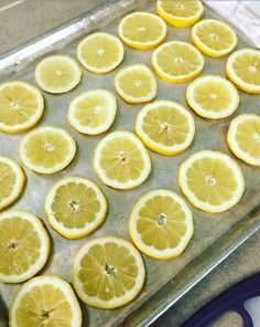 How To Freeze Lemon Slices Eating Healthy Spending Less is part of Frozen lemon - There is nothing better than putting a fresh lemon slice in your ice water, or hot tea I find that I drink more water during… Can You Freeze Lemons, Freezing Lemons, Freezing Fruit, Freezing Carrots, Freezing Vegetables, Frozen Vegetables, Fruits And Veggies, Canning Vegetables, Frozen Fruit