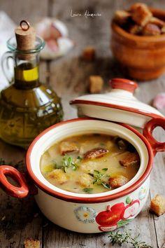 Ciorba de ciuperci champignon detaliu - www.lauraadamache.ro Appetizer Recipes, Soup Recipes, Diet Recipes, Cooking Recipes, Healthy Recipes, Hungarian Recipes, Russian Recipes, My Favorite Food, Favorite Recipes