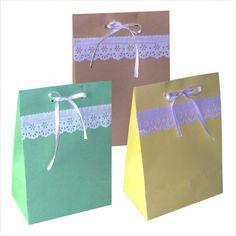 Sacola de papel decorada com bordado inglês