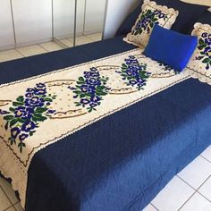 Hand Work Embroidery, Silk Ribbon Embroidery, Embroidery Patterns, Handmade Bed Sheets, Knit And Crochet Now, Sewing Machine Thread, Room Wall Colors, Hardanger Embroidery, Needlepoint Designs