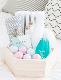 Geschenke perfekt arrangieren: Beauty-Spa Box als Geschenk für die beste Freundin / how to arrange gifts properly: spa box for the best friend via DaWanda.com