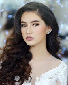 Diva Fashion, Fashion Models, Models Style, Phnom Penh, Beautiful Chinese Women, Jessica Clement, Girls Dp Stylish, Bridal Makeup Looks, Beautiful Saree