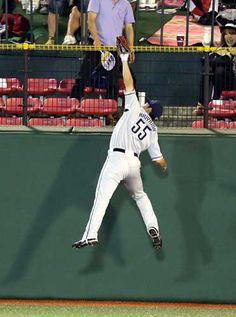 Shougo Akiyama makes a spectacular leaping grab over the left-center wall to rob Akihisa Makida of a home run in the 4th inning at Kleenex Stadium Miyagi on Friday, September 7, 2012.