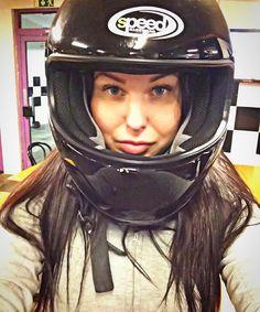 いいね!118件、コメント1件 ― Anastasia FVさん(@stasiafv)のInstagramアカウント: 「Go-Kart is my new passion🚗💨. Love to race will never die❤️ #GoKart #HelmetGirl #RaceGirl…」