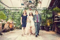Tudo exclusivo e muito criativo, como os dois vestidos da noiva desenhados pela própria!
