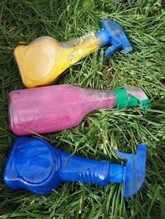 We all know that our kids love to paint, and they love to make a mess. Why not combine two of their favorite activities in this great paint activity: graffiti.This is a different, homemade, safe, and fun alternative to spray paint. Kids Crafts, Toddler Crafts, Projects For Kids, Summer Crafts, Outdoor Activities For Kids, Toddler Activities, Fun Activities, Outdoor Learning, Painting For Kids