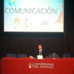 """Nuestro Director @diezflavio presentando Comunicación 'i"""" en el @ForoCILatam de #Chile #comunicacioninterna #quintinarrpp"""