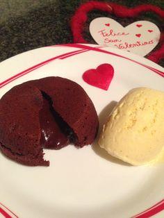 Il dolce in assoluto che voglio preparare oggi per festeggiare San Valentino è il cuore caldo! Lo amo da sempre ma l'ho riscoperto da poco grazie ad una amica che mi ha fatto capire che per g…