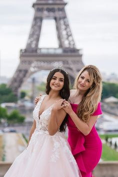 Mother and daughter quinceanera pictures in Paris. Sweet 16 Pictures, Quince Pictures, Quinceanera Hairstyles, Quinceanera Dresses, Quinceanera Ideas, Chignon Wedding, Bridal Updo, Braided Hairstyles Updo, Updo Hairstyle