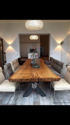 Sylvester Stallone's Life Story - Tisch ideen Diy Dining Room Table, Unique Dining Tables, Elegant Dining Room, Wooden Dining Tables, Dining Table Design, Küchen Design, Cheap Home Decor, Home Decor Accessories, Home Interior Design