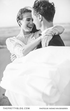 Romantic Black and White Couple Photo | Photography by Nienke van Denderen | Styled Shoot | Wedding Gown by Inmaculada Garcia