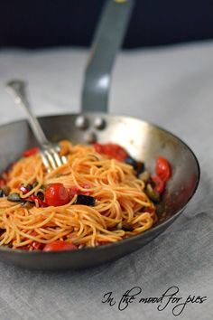 spaghetti pomodorini melanzane e peperoncini