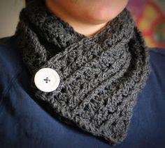 Free neckwarmer pattern 1 button fastening